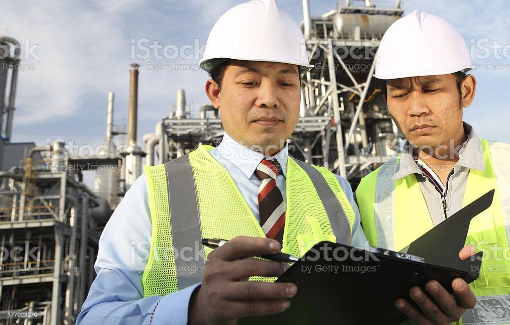 Zwei Ingenieur Diskussion über ein neues Projekt Lizenzfreies stock-foto