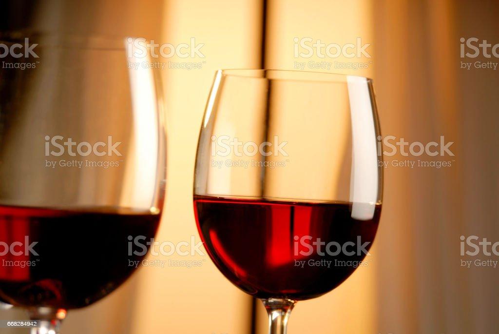 Zwei Gläser Rotwein stock photo