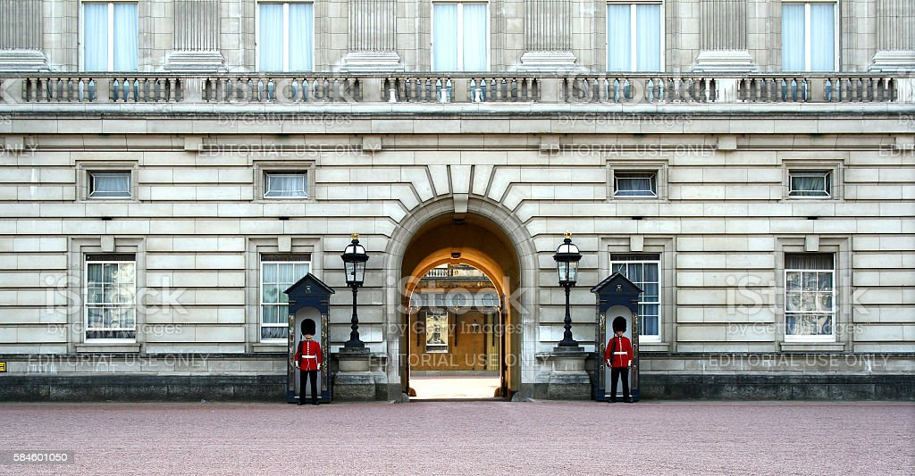 Two guards at the entrance of Buckingham Palace stock photo