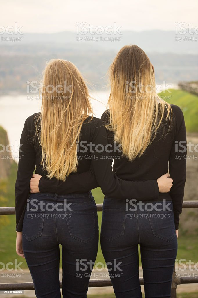 Фото девушка вид сзади спины
