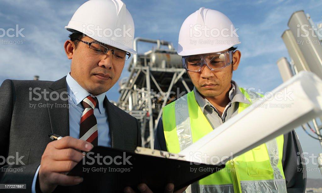 Geschäftsmann und industrielle engineer Lizenzfreies stock-foto