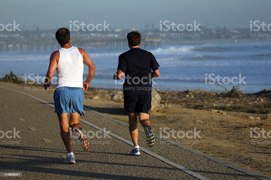 Dos hombres corriendo foto de stock libre de derechos