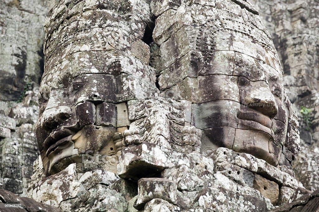 Pierre deux faces au temple Bayon photo libre de droits