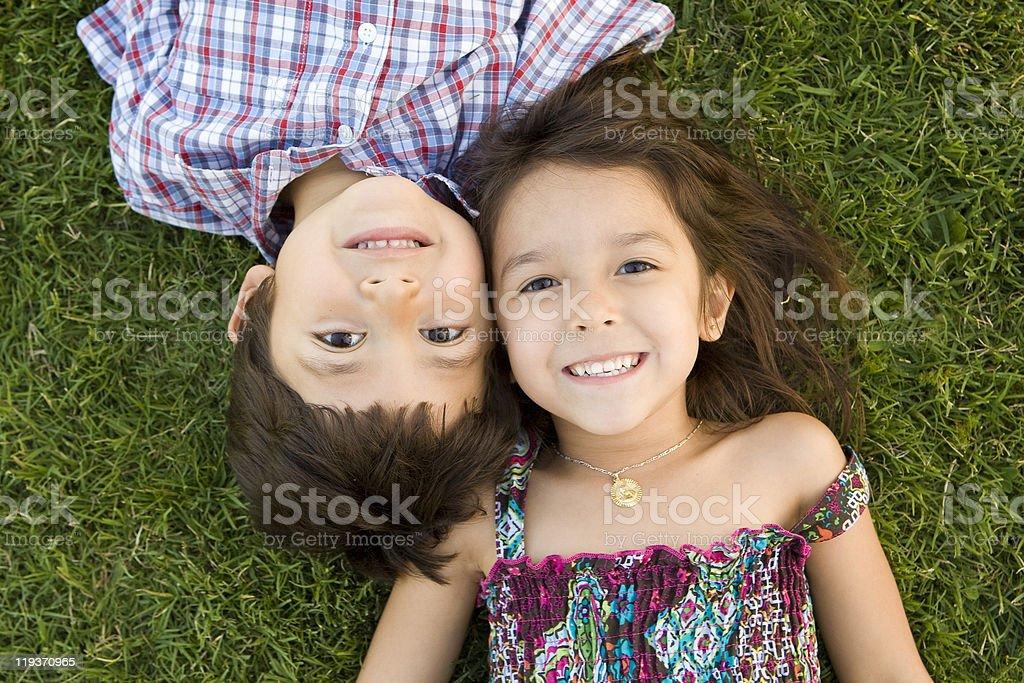 Linda hermanos foto de stock libre de derechos