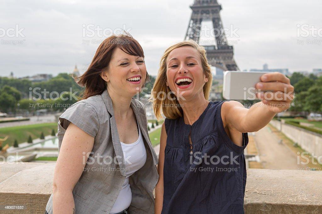 Женщина и два молодых фото 391-100