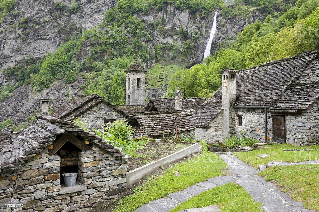 typische Steinhäuser im Val Bavona stock photo