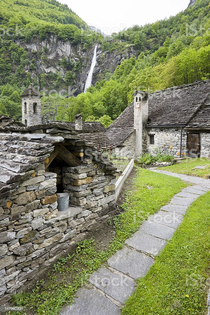 typische Steinhäuser in Foroglio im Val Bavona royalty-free stock photo