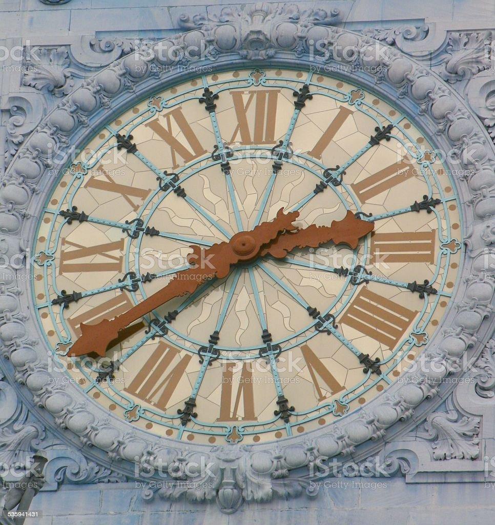 Uhr an einem Glockenturm stock photo