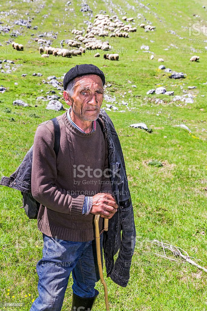 Un pastore vicino il villaggio di Lukomir, Bosnia ed Erzegovina stock photo