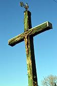 Une croix dans la campagne.