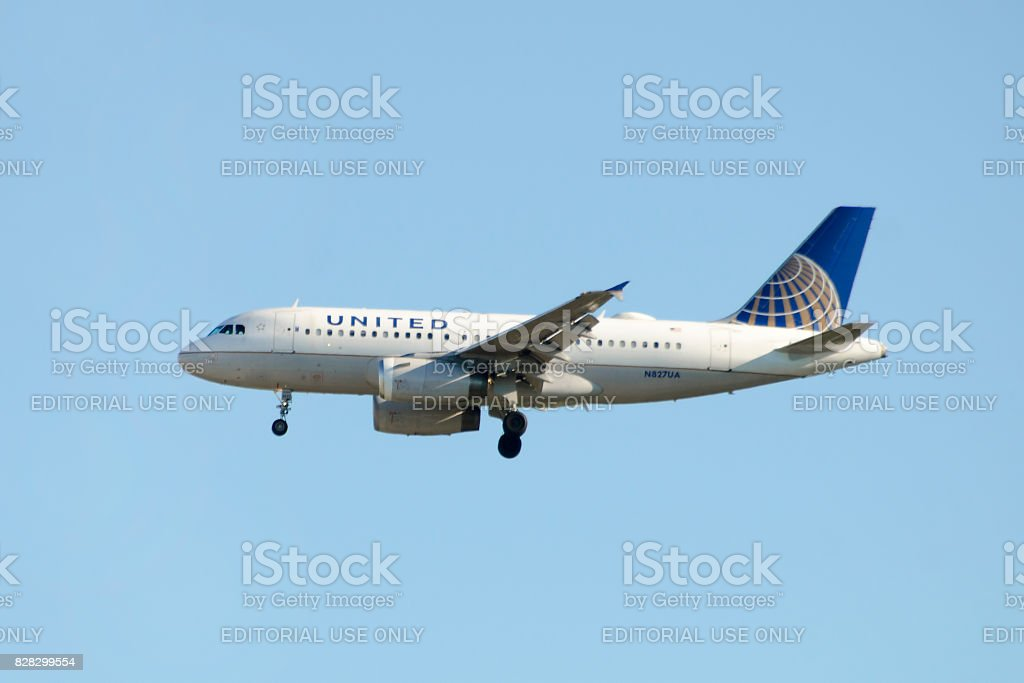 United Airlines Airbus A319 commercial passenger jet airplane stock photo