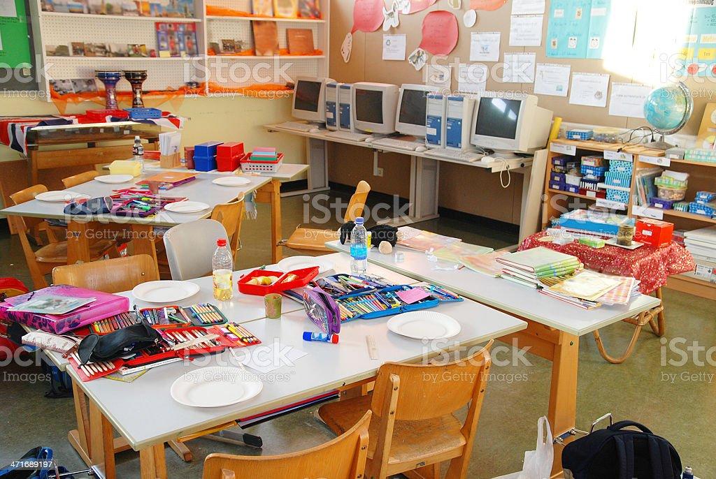 untidy empty classroom - Klassenzimmer in der Grundschule stock photo