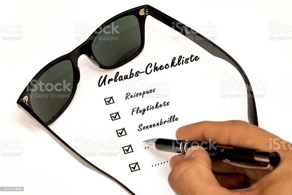 Urlaubs-Checkliste beim Ausf?llen stock photo