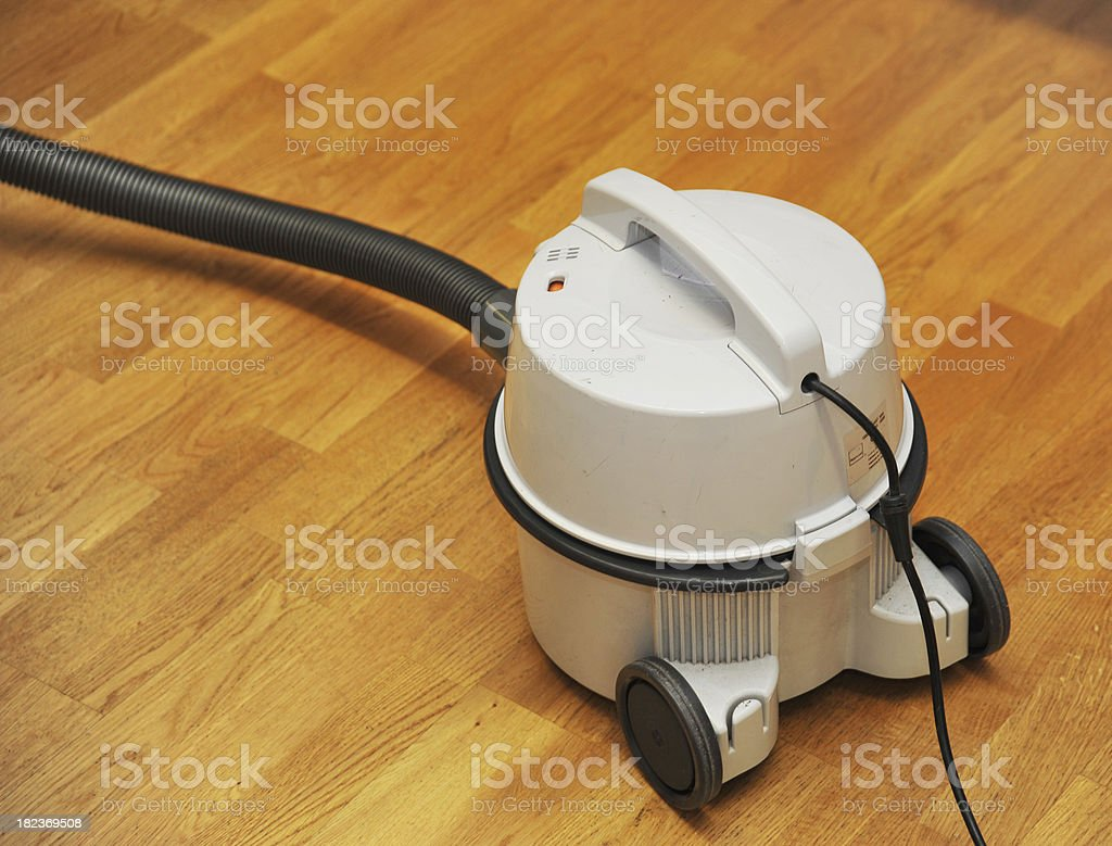 vacuum cleaner - Staubsauger auf Holzfußboden royalty-free stock photo