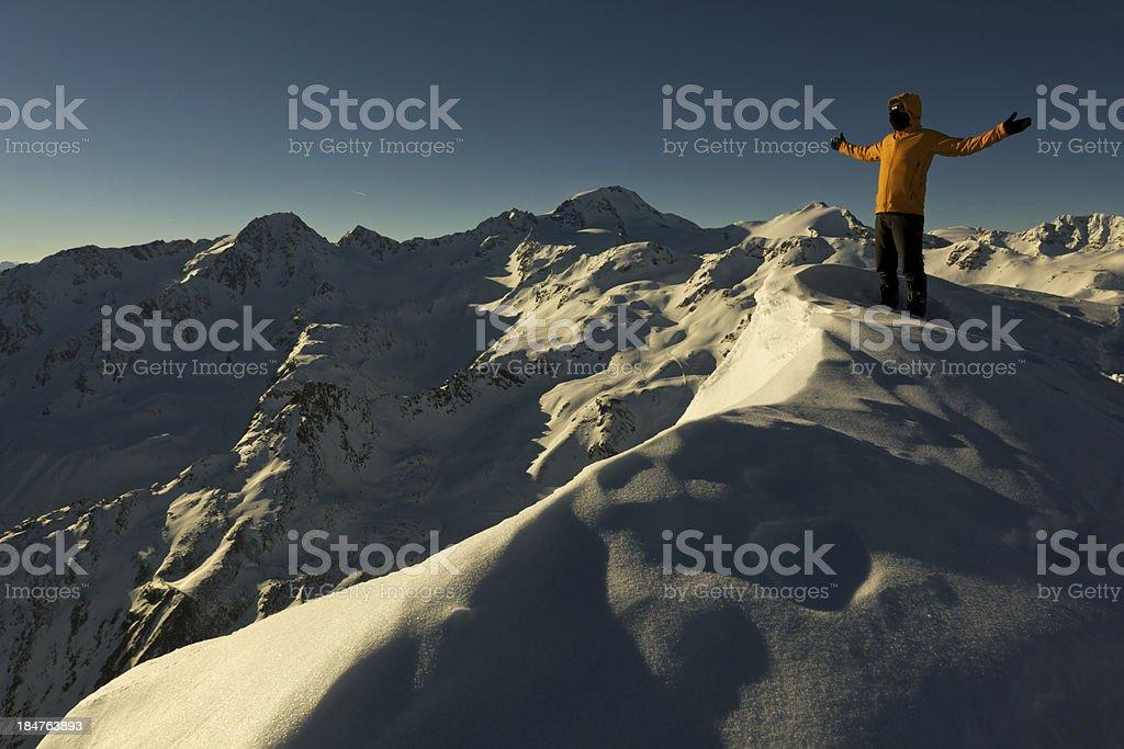 Val Senales alpinista in cima al ghiacciaio stock photo