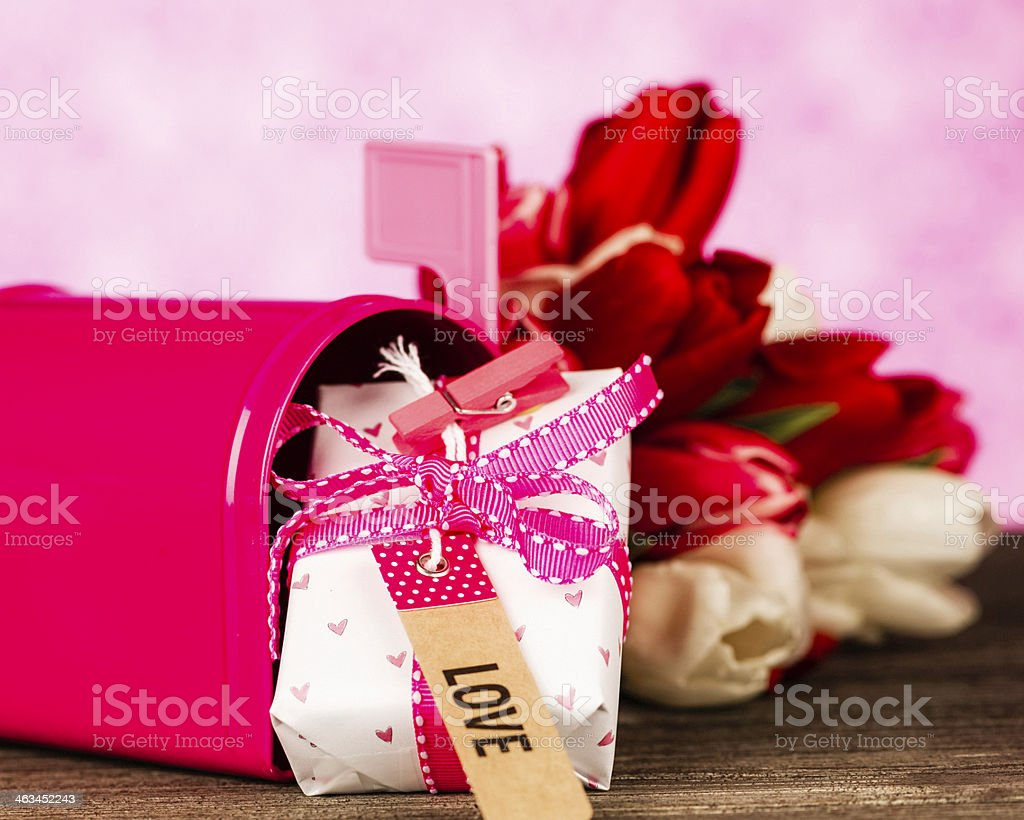 Valentine\'s Day Flowers and Gift