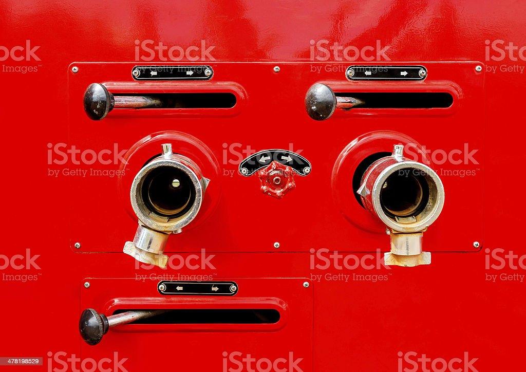 Ventil Kontrolle auf Feuerwehrauto Lizenzfreies stock-foto
