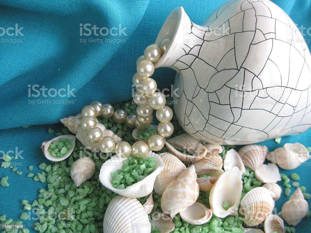 花瓶、貝殻、海塩とパール ロイヤリティフリーストックフォト