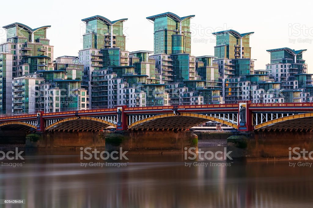 Vauxhall Bridge and St George Wharf stock photo