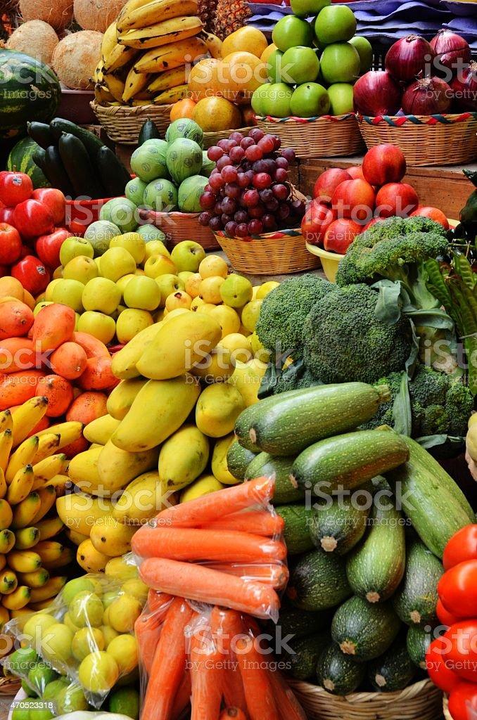 Овощи и фрукты на дисплее Стоковые фото Стоковая фотография