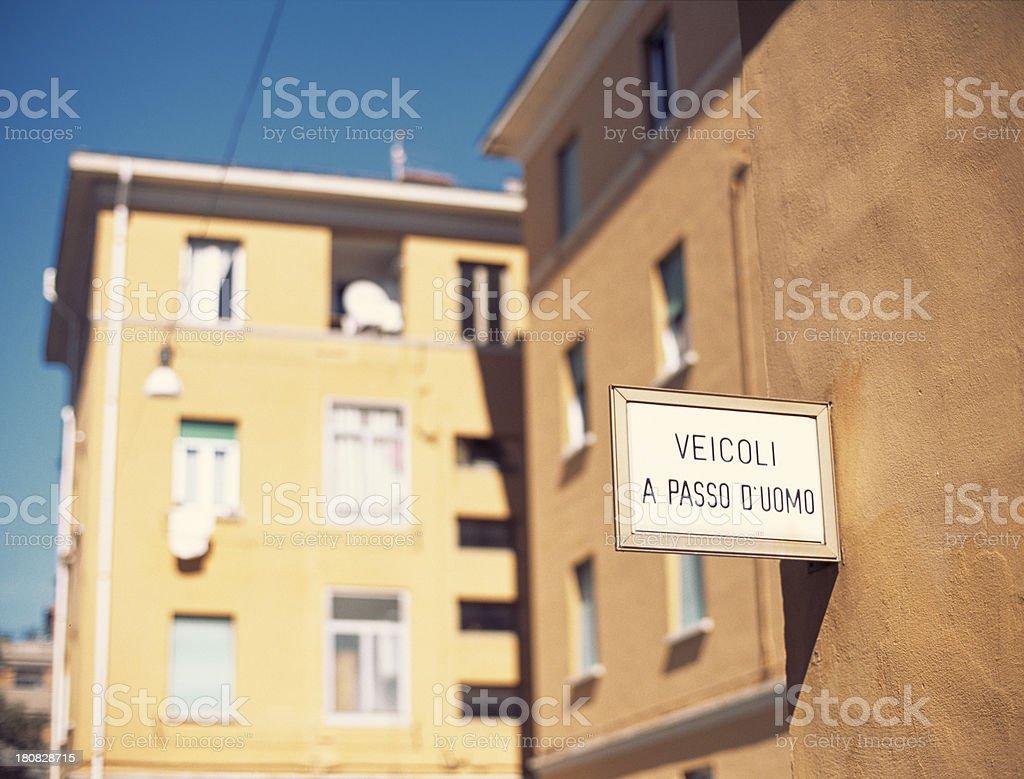 Vehicles: proceed very slowly-Veicoli a passo d'uomo royalty-free stock photo