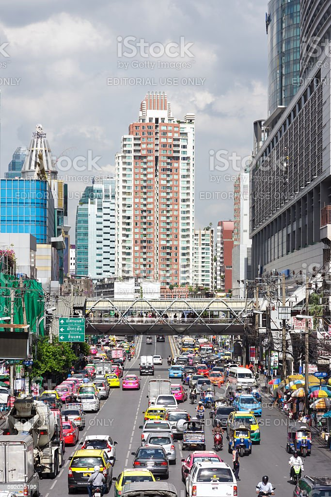 Vehicles traffic on Phetchaburi Rd stock photo