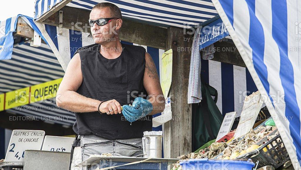 Venditore di ostriche, Cancale, Normandia, Francia royalty-free stock photo