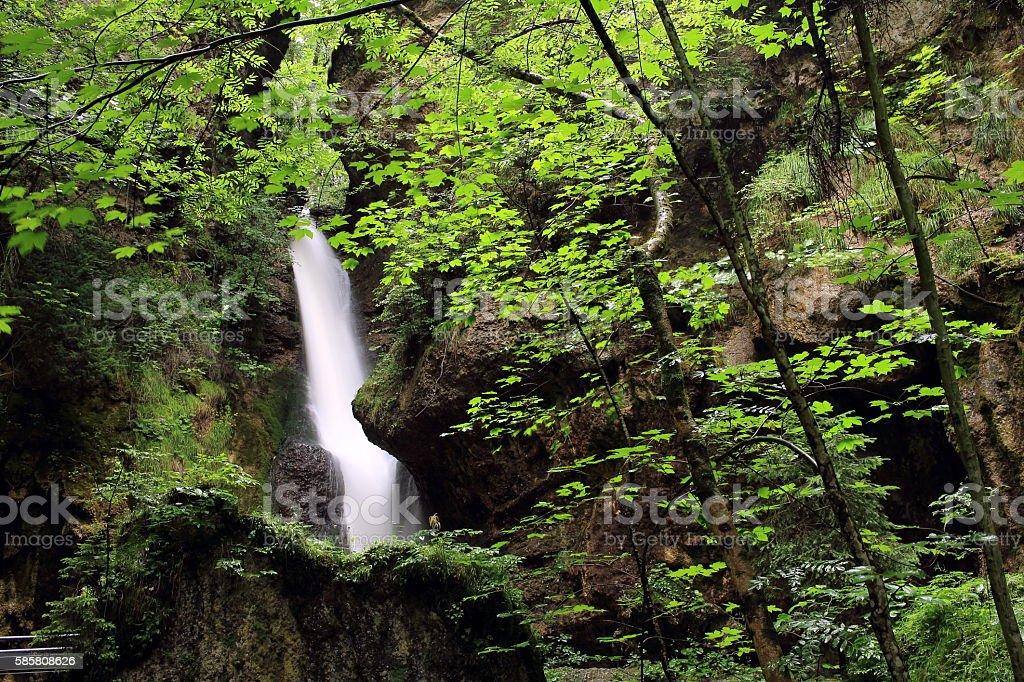 versteckter Wasserfall stock photo