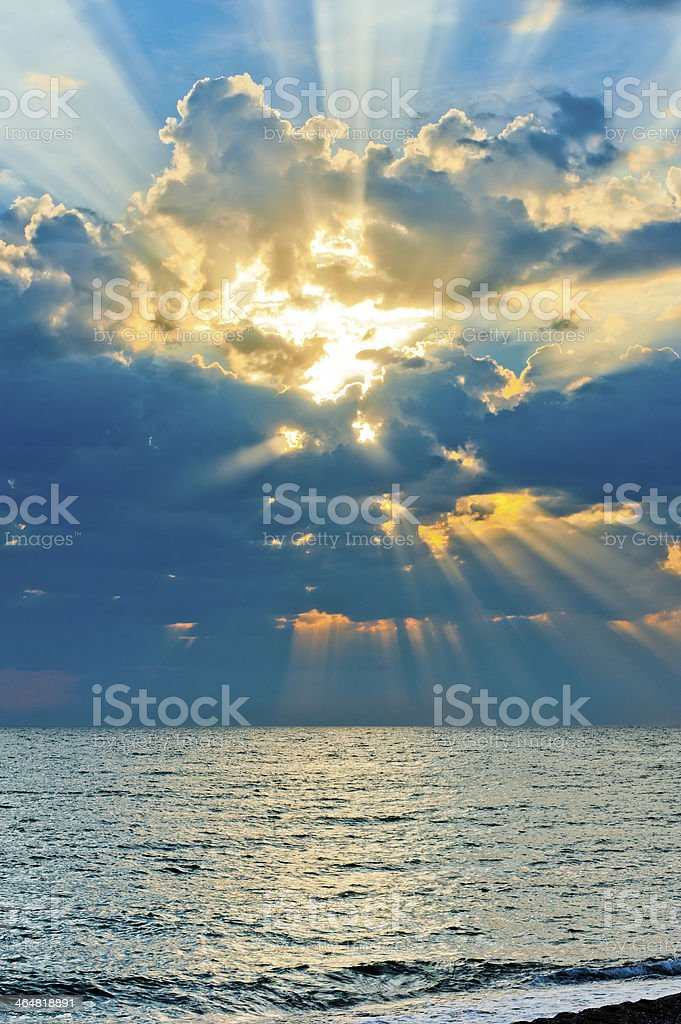 Vertical shot of a beautiful sky with sun rays royalty-free stock photo