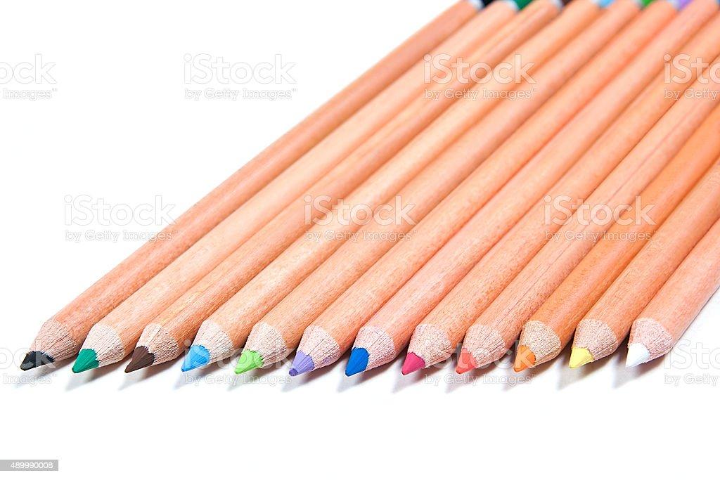 Vista de lápices de colores diferentes aislados en el blanco foto de stock libre de derechos