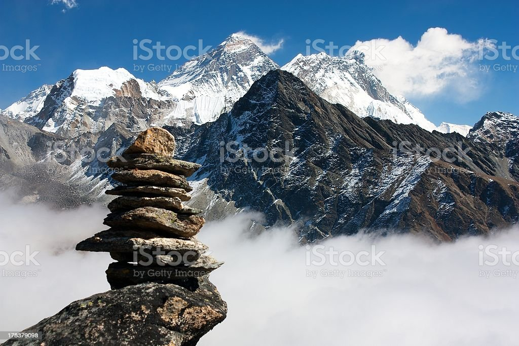 Vue de haut de l'everest en pierre homme de gokyo, Rhode Island photo libre de droits