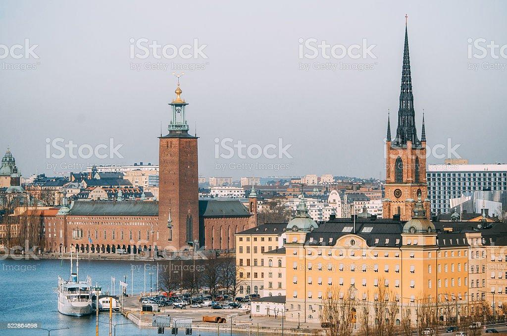 Вид на городской ратуши замок и Риддархольмен Башня стоковое фото