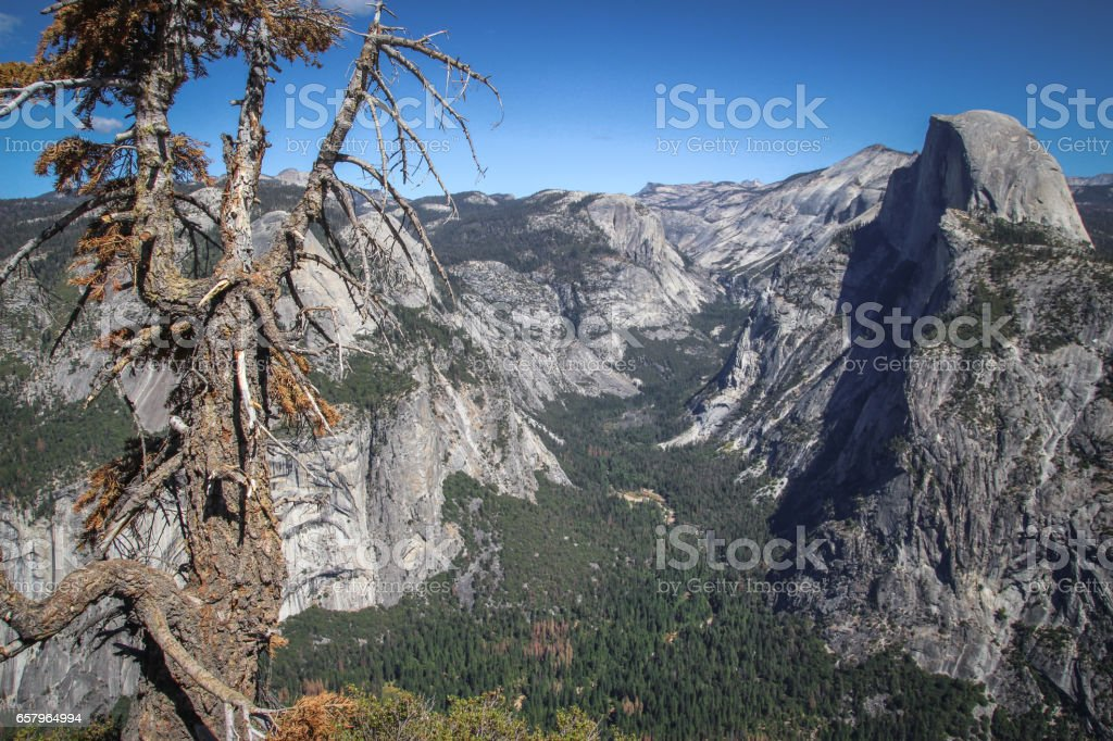 Widok na Dolinę Yosemite z punktu widokowego Glacier Point stock photo