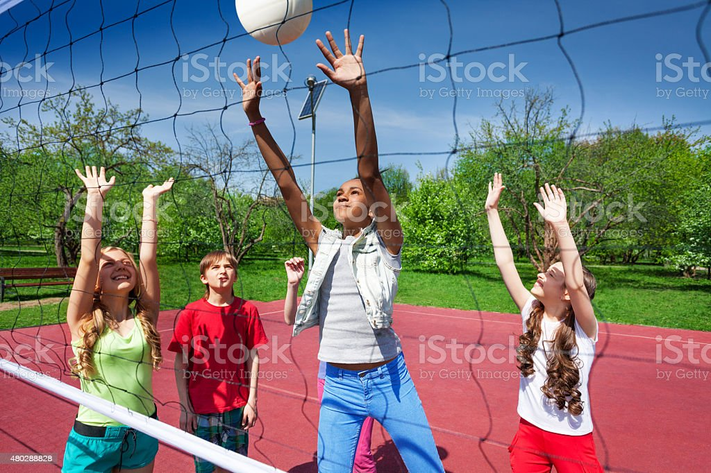 vista al voleibol web de juegos para nios foto de stock libre de derechos