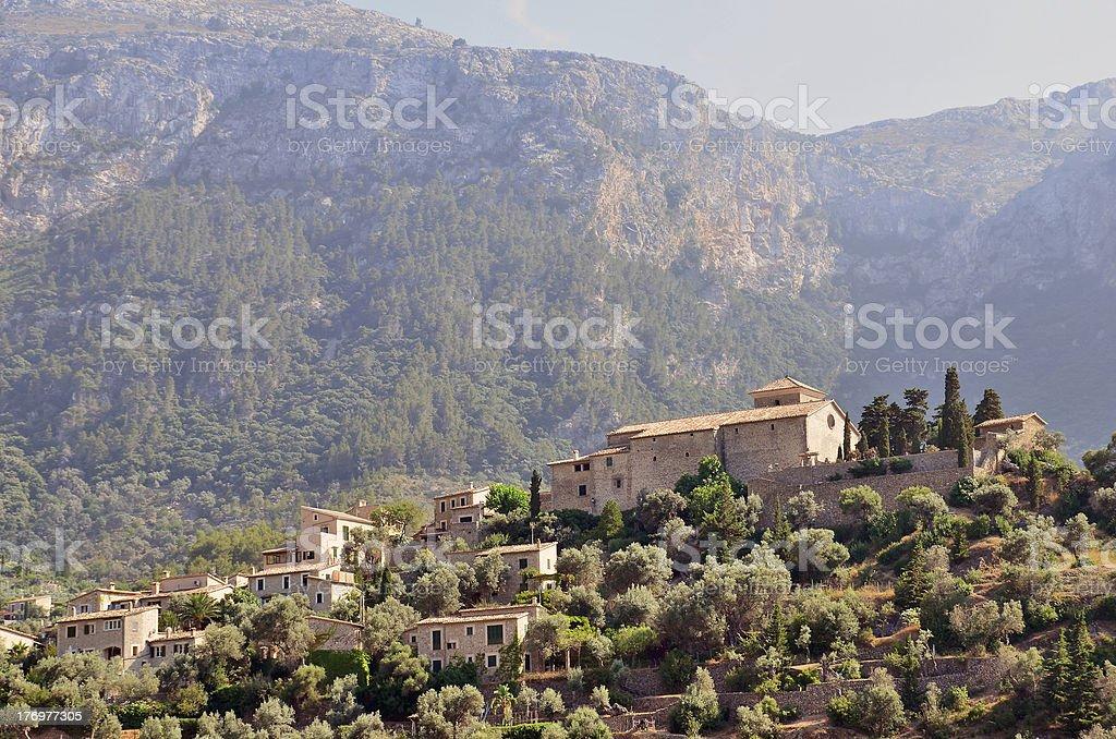 Village dans les montagnes photo libre de droits