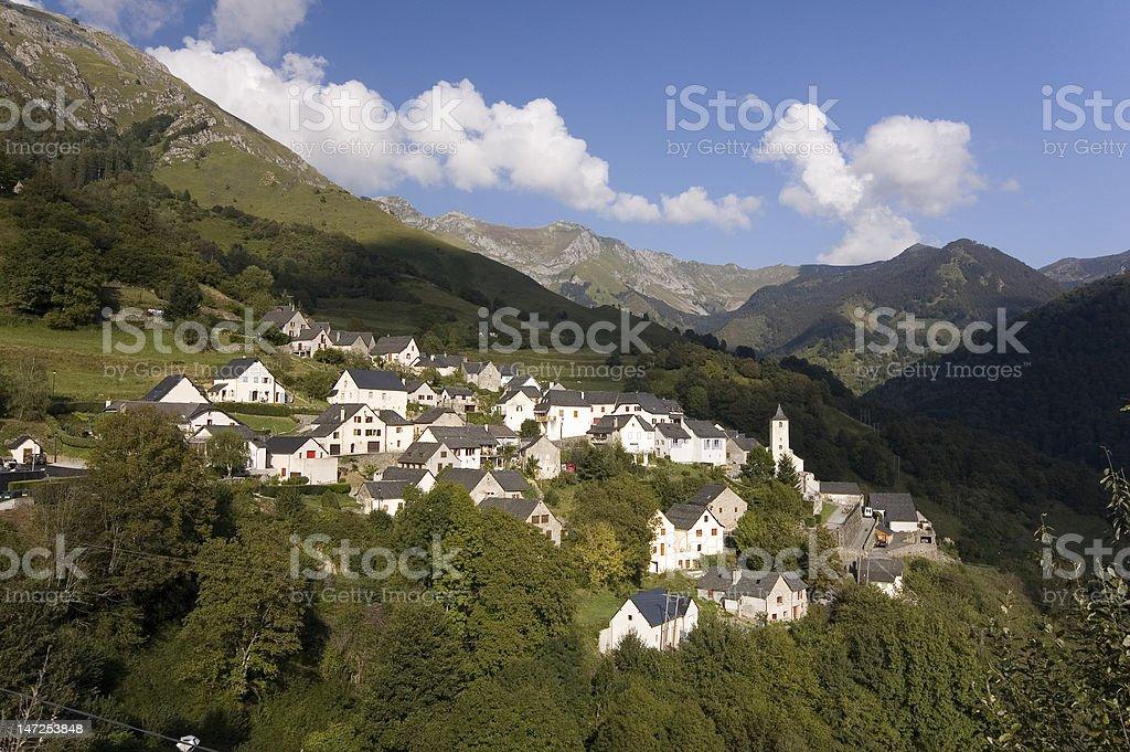 Village d'Aydius dans les Pyrénées stock photo