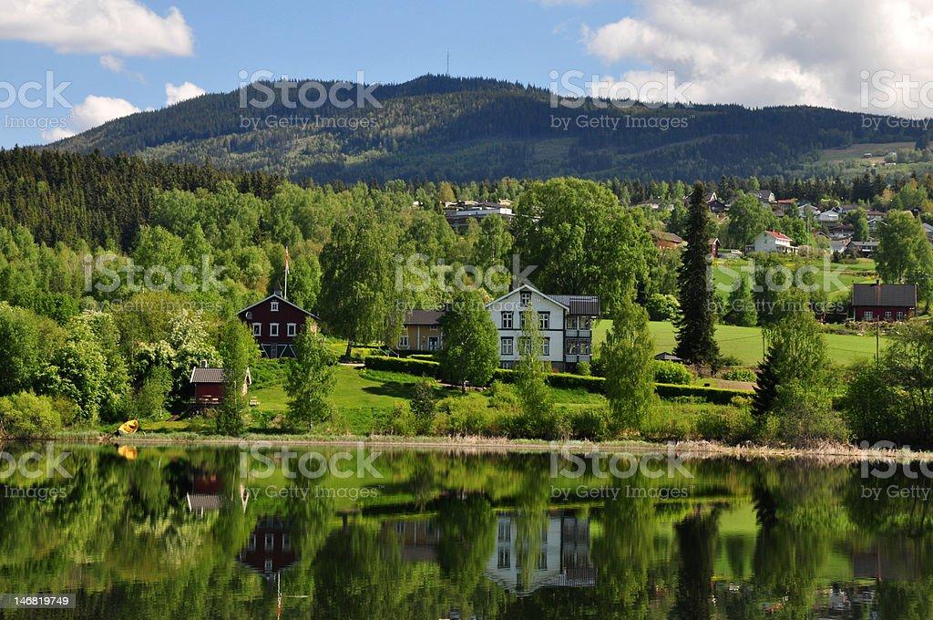 Village en un lago foto de stock libre de derechos