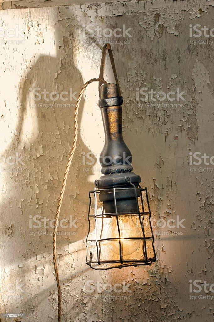 Lampe Vintage contrôle effectué avec flaking fond de peinture photo libre de droits