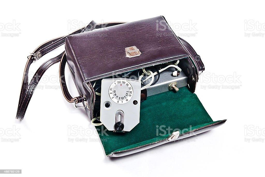 Vintage flash de cámara Aislado en blanco. foto de stock libre de derechos