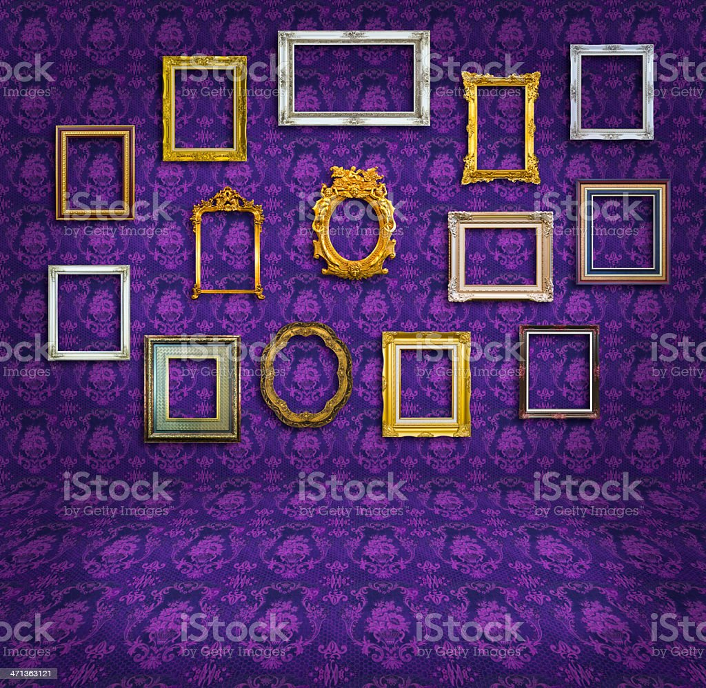 Viola tappezzeria vintage montatura in camera foto stock royalty-free