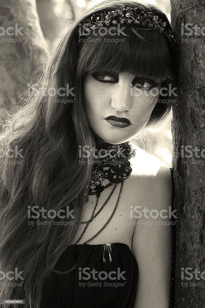 Vintage in stile gotico foto di una giovane donna foto stock royalty-free