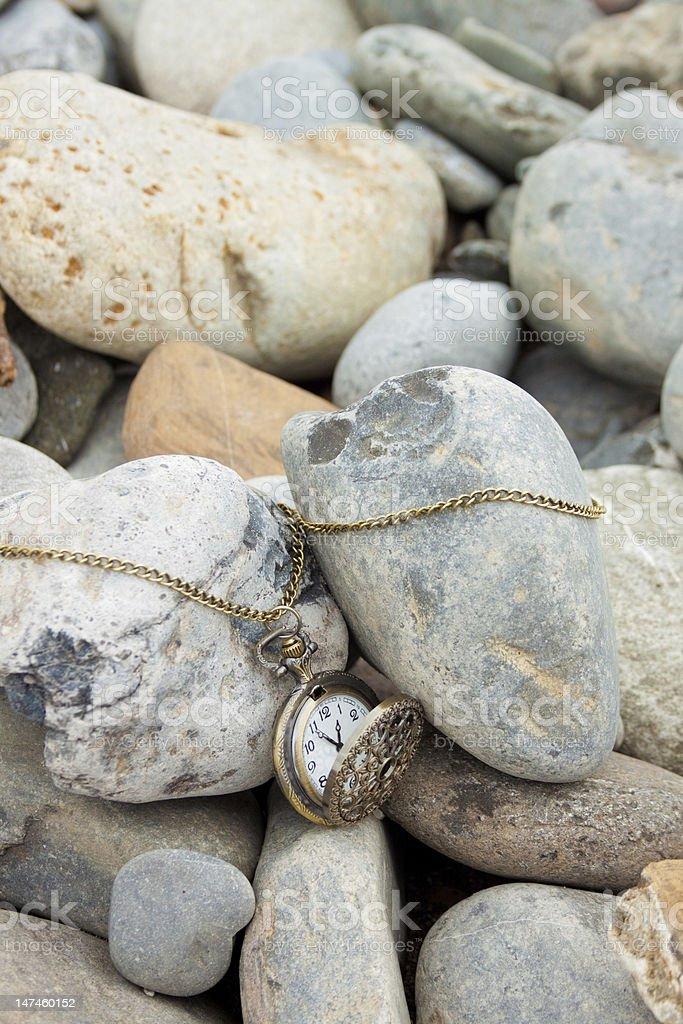 빈티지 회중시계 및 stones royalty-free 스톡 사진