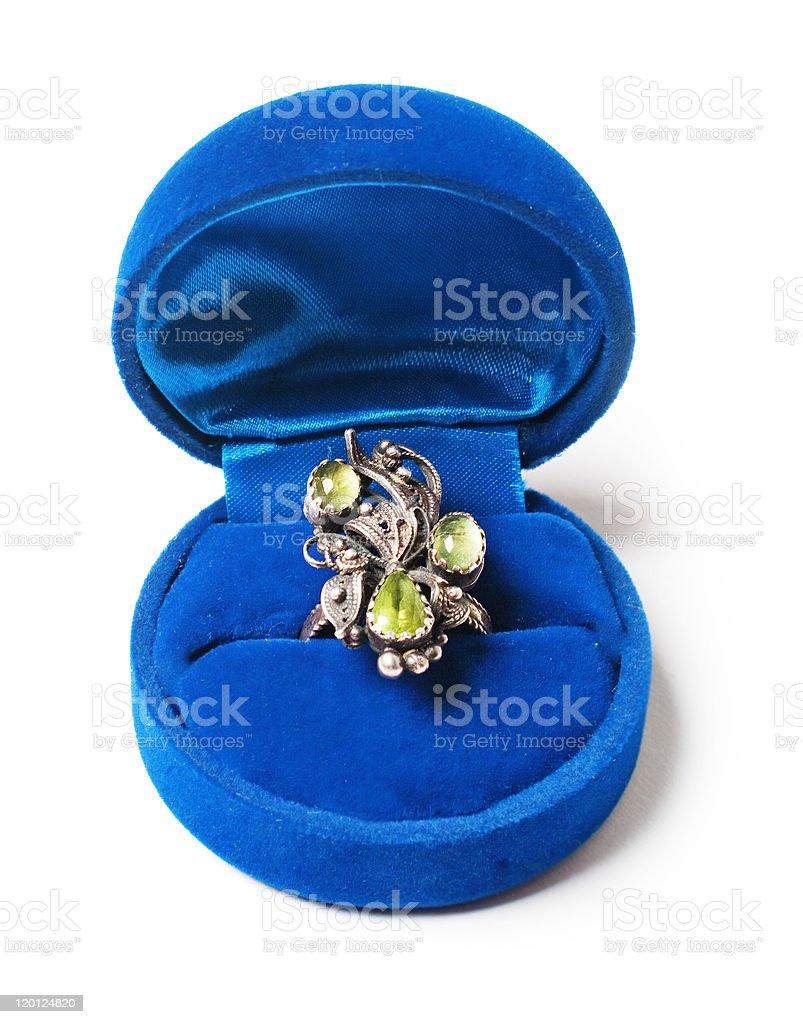 vintage anillo en el blue box foto de stock libre de derechos