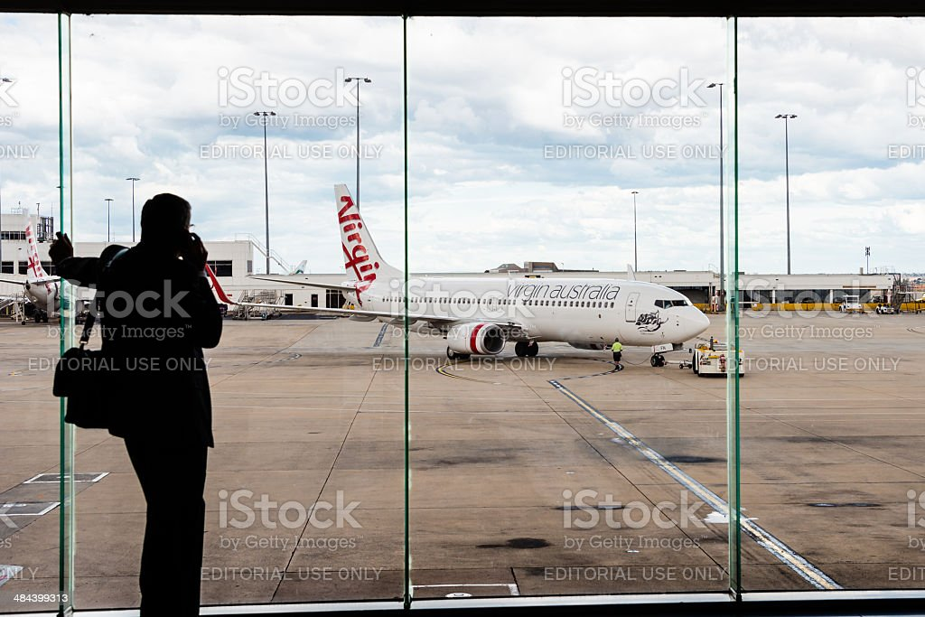 A Virgin Australia passageiro avião no Aeroporto de Melbourne foto royalty-free