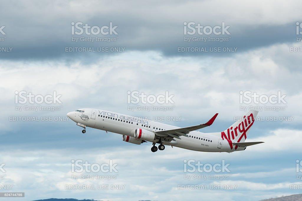 A Virgin Australia avião de passageiros partindo Aeroporto de Hobart foto royalty-free