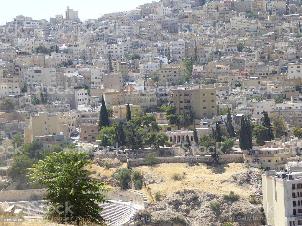 Vista de la ciudad de Amman con teatro romano stock photo
