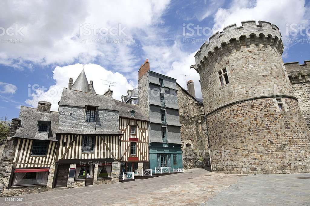 Vitré (Brittany): exterior of gothic half-timbered houses and tower stock photo