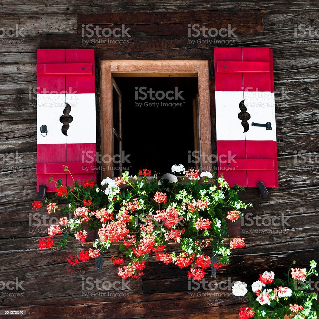 Volets aux couleurs autrichiennes stock photo