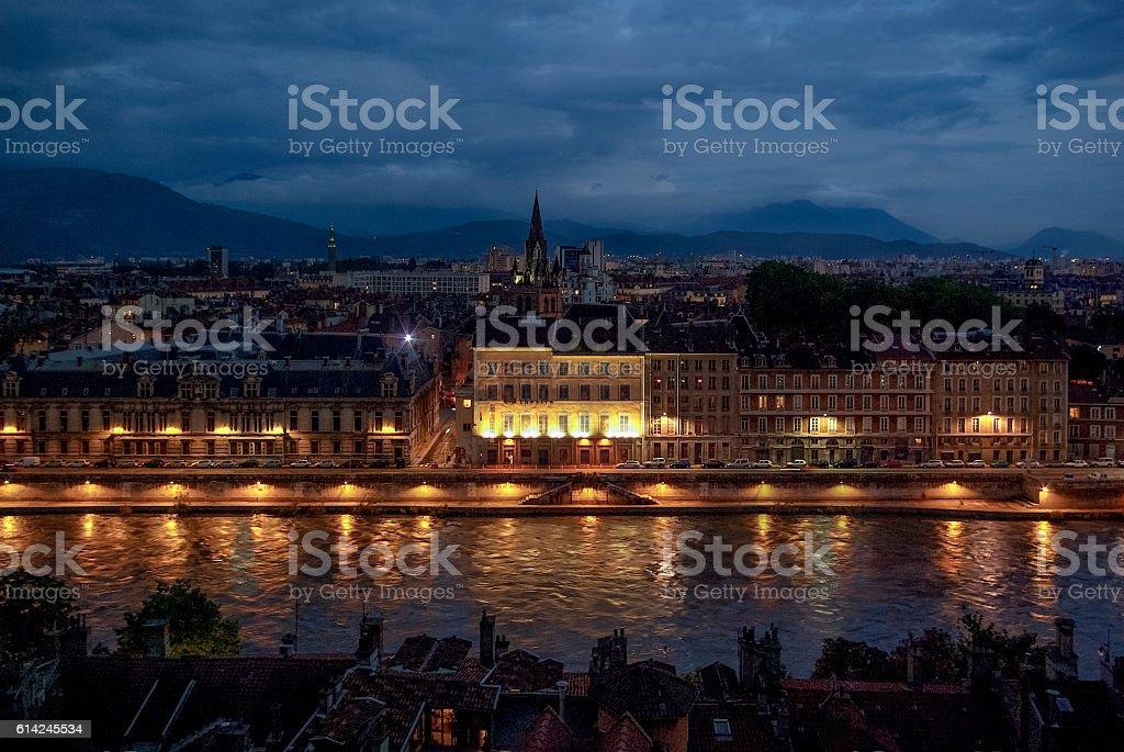 vue de nuit sur Grenoble stock photo