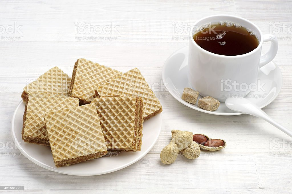 Waffles y taza de té en primer plano foto de stock libre de derechos